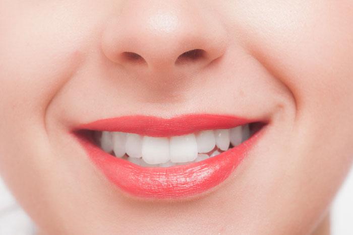 芸能人の歯が白いのはどうやってるの?費用や方法など詳しく教えて!
