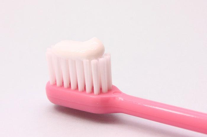 研磨剤入りの歯磨き粉で歯を磨くとどうなるの?