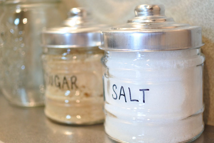 塩で歯を磨くと歯は白くなる?