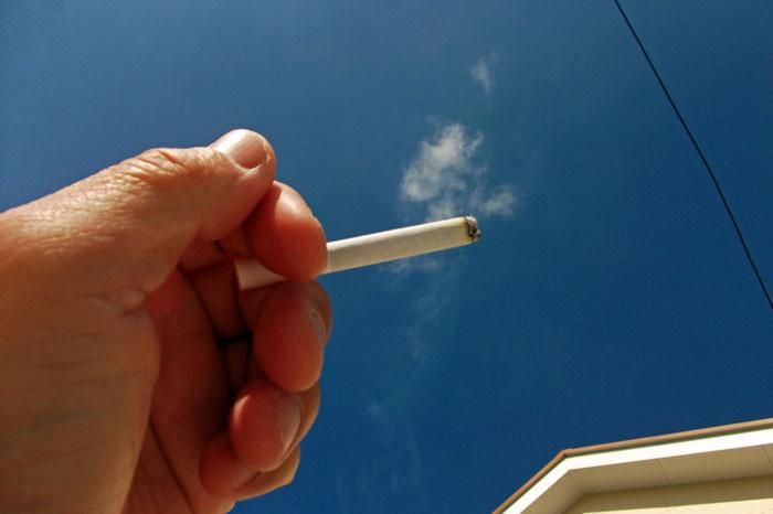 半年間タバコを吸って歯にヤニが付かなかった方法!
